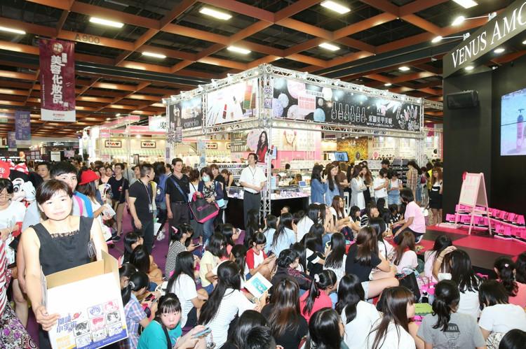 [新聞] 國際美容化妝品展 人潮擠爆世貿一館